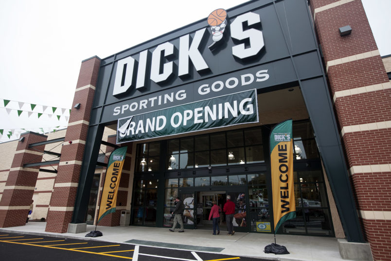 FOR Business.  Hanover, MA 10/7/2012  Dick's Sporting Goods holds its grand opening in a building that used to house a Circuit City in Hanover, MA on Sunday, October 7, 2012.  (Yoon S. Byun/Globe Staff) Section: Business Slug: 10vacancy Reporter: jenn abelson  LOID: 5.0.3124212268